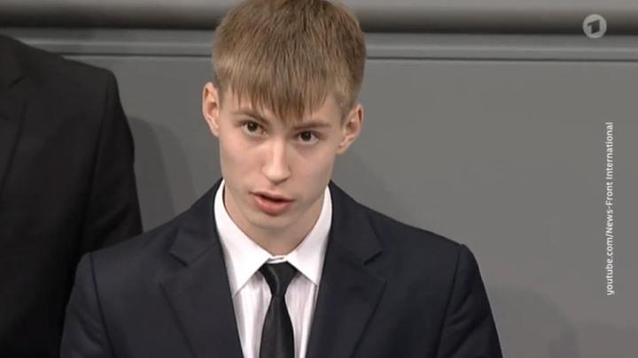 Школьнику с Ямала угрожают после выступления в бундестаге