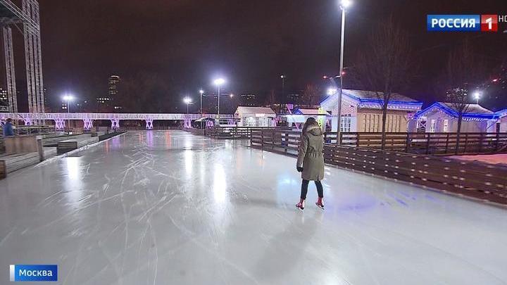 В парке Горького все готово к открытию ледового катка
