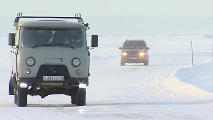 Одну из самых больших ледовых переправ через реку Лену открыли в Якутии
