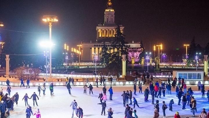 Ряд катков в парках Москвы завершили зимний сезон