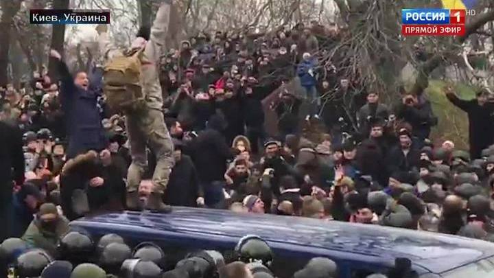 60 минут. Саакашвили зовет на баррикады