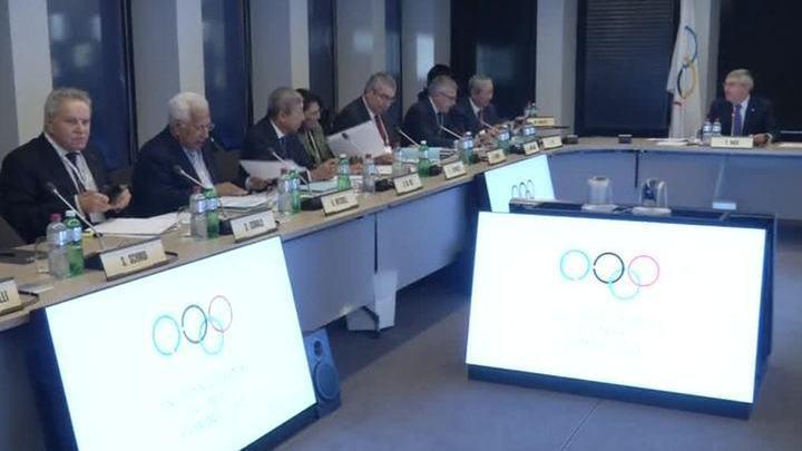 МОК оставил российских спортсменов без флага и гимна