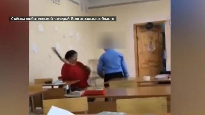 seks-video-devushka-gotovitsya-k-porke-zhopa