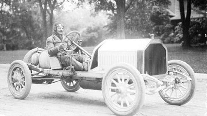 Луи Шевроле в бьюике, 1909 год.