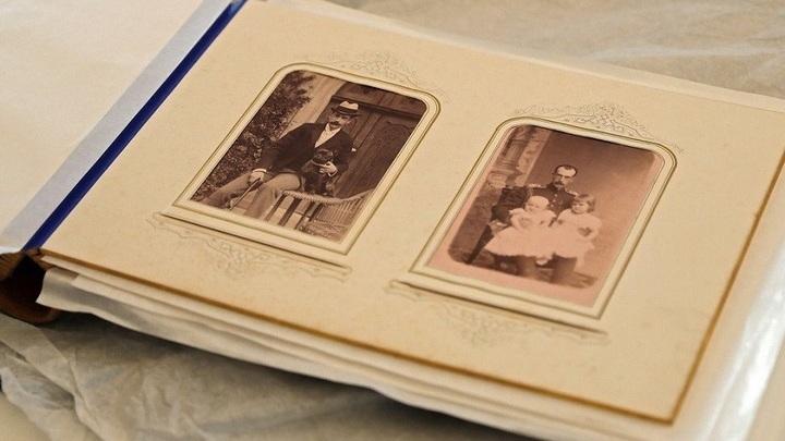В Ливадийский дворец возвращен уникальный фотоальбом царской семьи