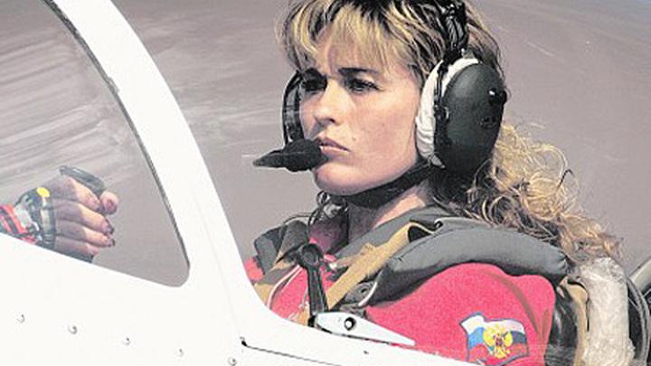 Российская лётчица, семикратная абсолютная чемпионка мира среди женщин и 39-кратная чемпионка мира по высшему пилотажу Светлана Капанина.