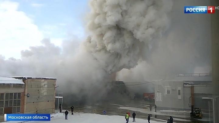 Крупный пожар на складе пластика в Подмосковье. Видео