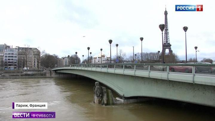 СМИ: Париж превратился в озеро с гигантскими крысами