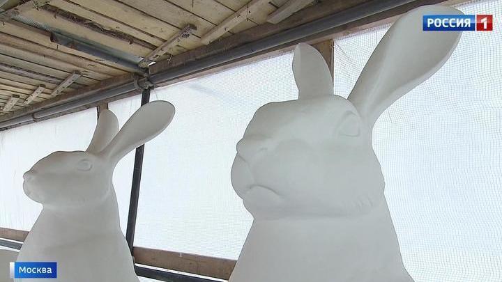 На ВДНХ появились гигантские белые кролики