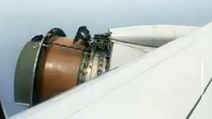 Самолет авиакомпании United Airlines приземлился на Гавайях с поврежденным двигателем