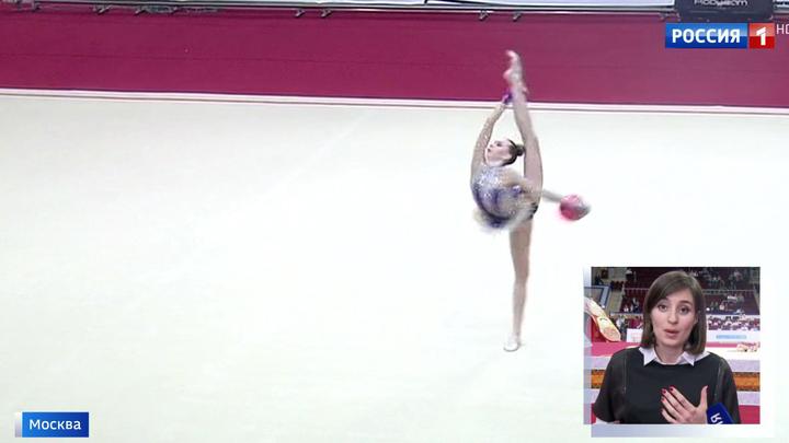 muzhchina-gimnastka-za-dengi-video-eblya-ozabochennih-zhenshin