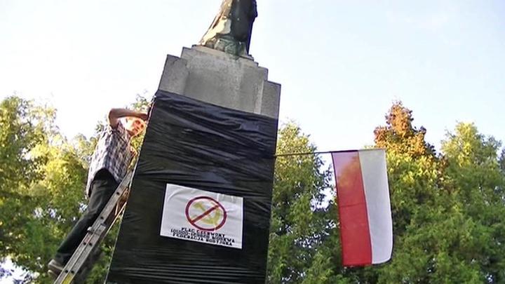 Киев обвиняет Польшу в осквернении 15 памятников