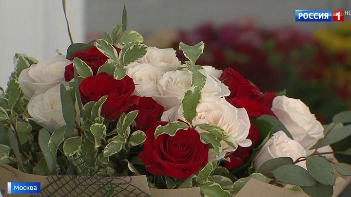 Город готовится к весне: в теплицах - миллионы тюльпанов и роз