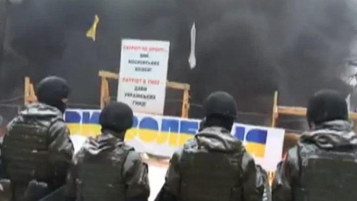 Киев: в столкновениях у Рады задержаны 50 человек, десять пострадали