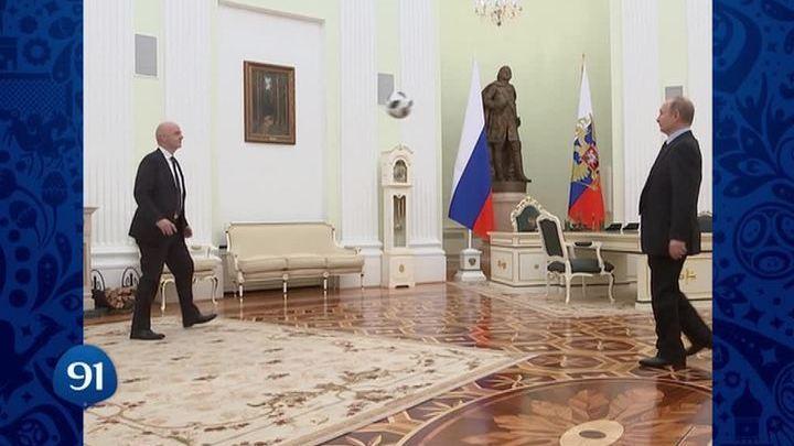 Владимир Путин пообщался с Инфантино с помощью мяча