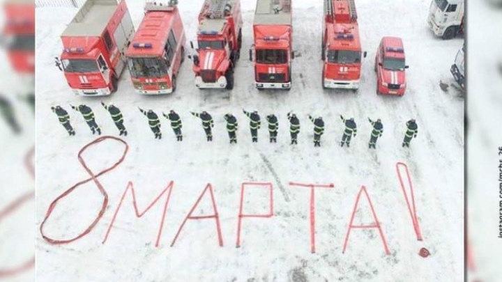 """""""Вам, любимые"""": волонтеры навестили ветеранов, а пожарные выложили поздравление из шлангов"""