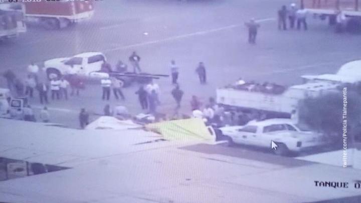 В Мексике вертолет упал на автомобиль-газовоз, есть раненые