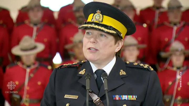 На выступлении новой главы канадской полиции два кадета упали в обморок