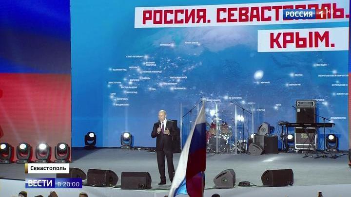 Путин поблагодарил жителей Крыма за решение воссоединиться с Россией