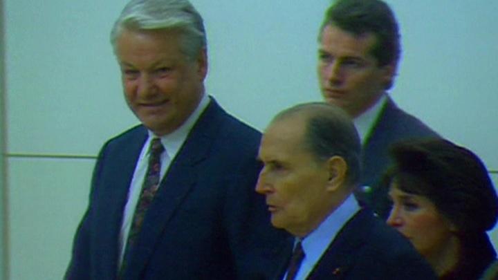 Опубликована переписка Ельцина с Миттераном и Шираком