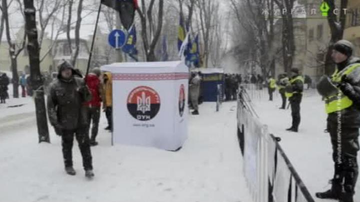 Свобода и демократия по-украински: националисты не пустили россиян на выборы