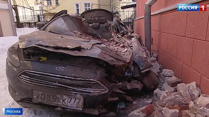 Обрушение дома в центре Москвы  машины всмятку, но обошлось без пострадавших 383f36670a0