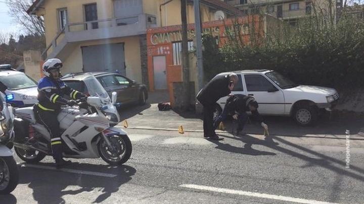 Игиловец, захвативший французский магазин с людьми, начал стрелять
