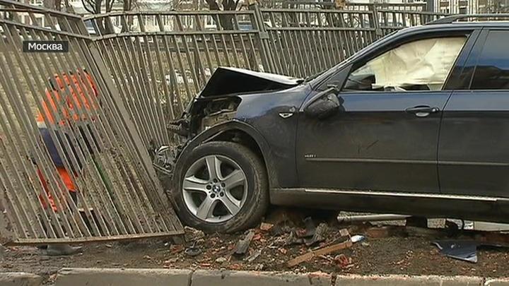 В Москве лихач на BMW насмерть сбил женщину