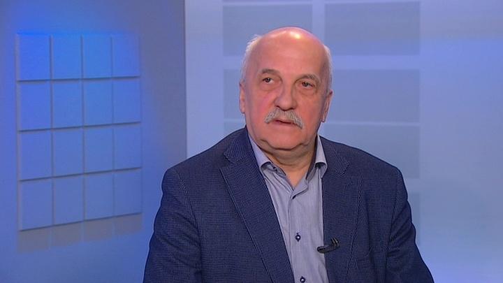 Виктор Мураховский: продвижение украинских кораблей к Крымскому мосту можно остановить без применения вооружения