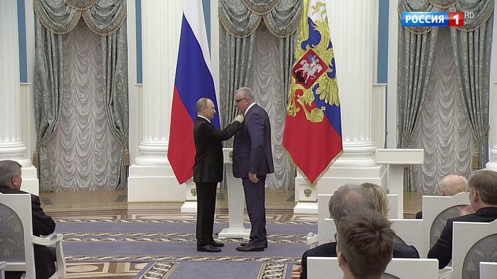 Президент в Кремле вручил золотые звезды Героев труда