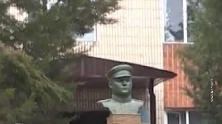 На Украине уничтожили памятник генералу Ватутину