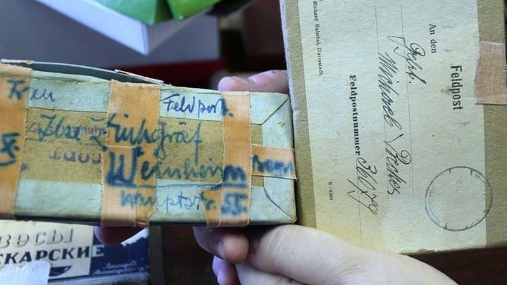 В этих коробках часть коллекции из хранилища церковного отдела была отправлена по почте в Германию…В них и вернулась в Тверь