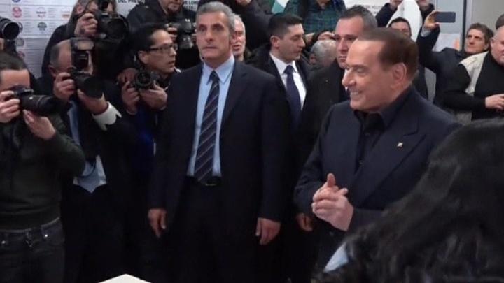 Империя Берлускони: как скандальный политик воплотил в жизнь сказку о Золушке