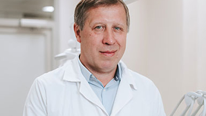 Владимир Анатольевич Путь, доктор медицинских наук, профессор, академик ЕАЕН, член Ассоциации имплантологов России и Украины.