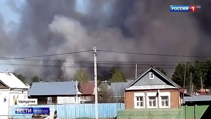 Пожарные поезда, вертолет и самолет-амфибия: нейтрализовать ситуацию в Пугачеве пока не удается