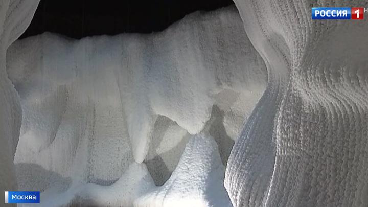 """Попасть в зиму: в """"Зарядье"""" открывается Ледяная пещера"""