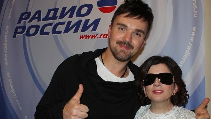 Музыкант, композитор, вокалист с уникальным голосом Александр Панайотов и ведущая Диана Гурцкая