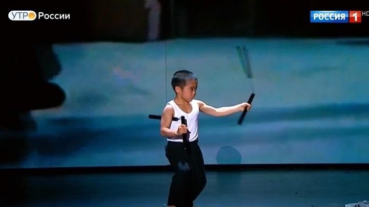 """В новом выпуске – маленький Брюс Ли и девушка с саблями. Не пропустите! (сюжет программы """"Утро России"""")"""