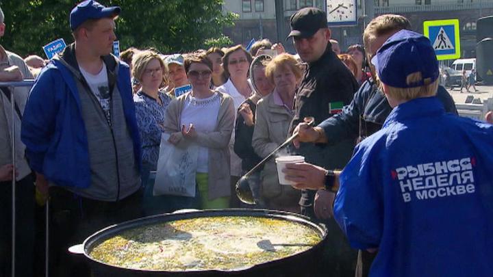 """В Москве подходит к концу гастрономический фестиваль """"Рыбная неделя"""""""