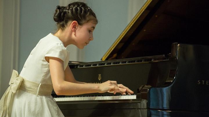 Александра Довгань, юная пианистка