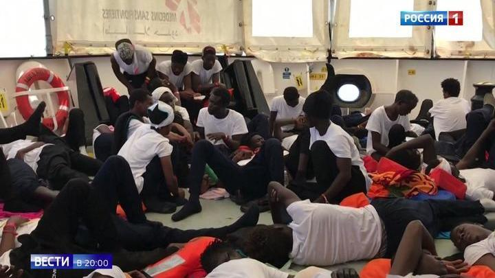 Кризис гуманности: Италия и Испания не дают пристать судну с мигрантами