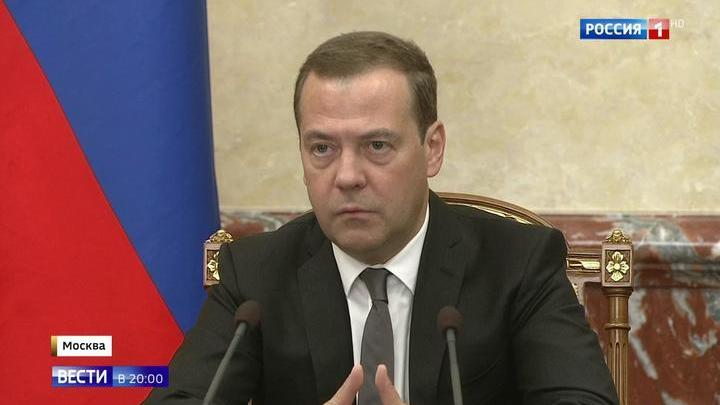 Без поспешных шагов: Медведев предложил отложить пенсию