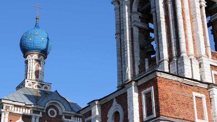 Шилово. Церковь Успения Пресвятой Богородицы. Заложена в 1850 на средства помещика А.Колемина. Архитектор Н.Воронихин.