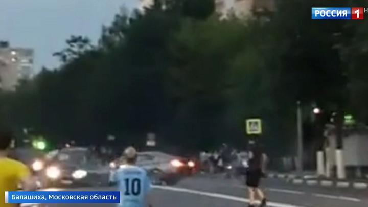Дрифт на светофоре в Балашихе закончился аварией и пробкой