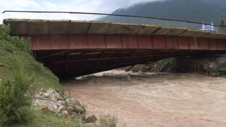 Спасатели вывели туристов, застрявших в ущелье в Карачаево-Черкесии