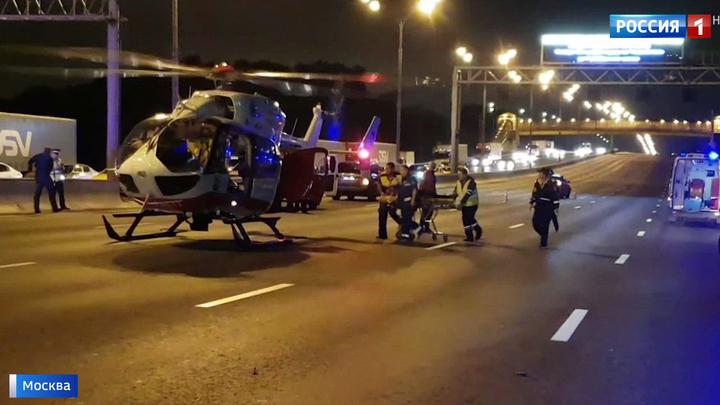 Пять человек пострадали в массовой аварии на МКАД минувшей ночью