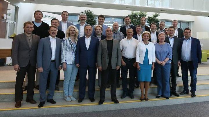 Медведев впервые собрал новый состав правительства в неформальной обстановке