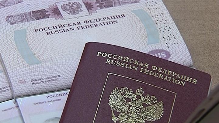 У должников в России предлагается изымать загранпаспорта