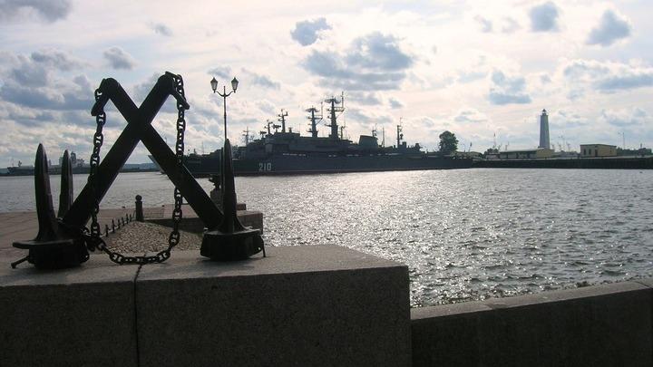 На рейде Кронштадта, морской базе Балтфлота, основанной Петром Первым в 1704 году