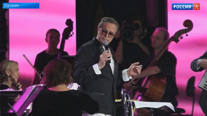 Ивар Калныньш принимает поздравления с юбилеем